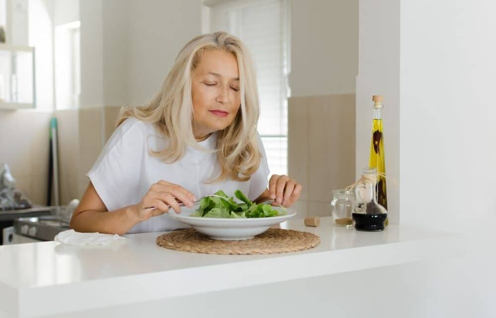 Dieta per osteoporosi: ciò che non deve mancare a tavola